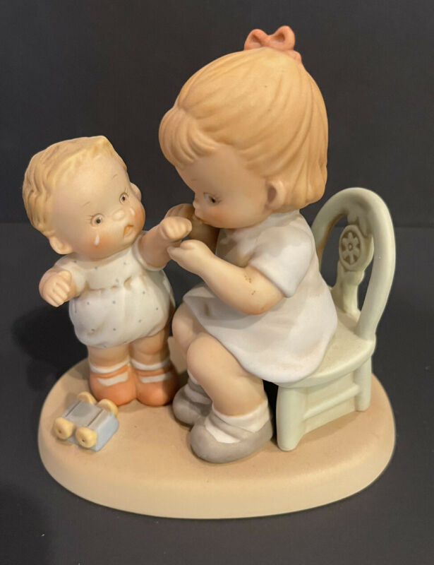 """1989 Enesco Memories of Yesterday 520039 """"Kiss the place and make it well"""""""