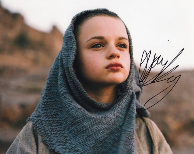 Joey King The Dark Knight Rises Signed 8x10 Photo w/COA