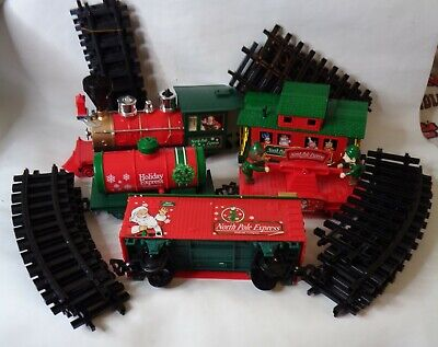North Pole Express EZTec Christmas Train Set Battery Engine Red Cars Track 2014
