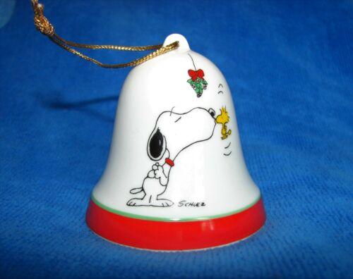 Vintage Peanuts - Snoopy - Woodstock - Mistletoe Kiss - Christmas Bell Ornament