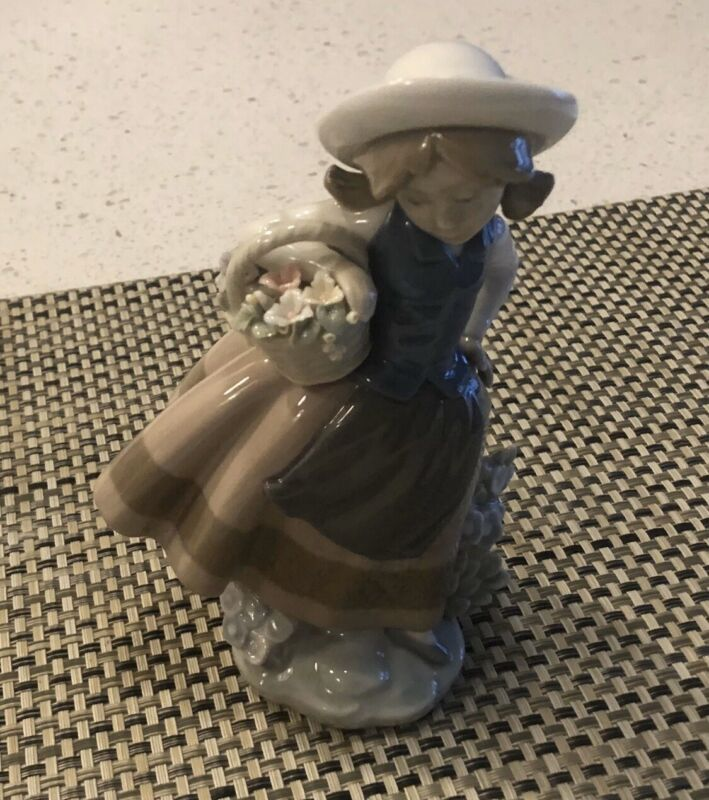 Lladro Retired Sweet Scent Girl And Boy On The Phone With Dog