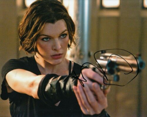 MILLA JOVOVICH signed (RESIDENT EVIL) Movie 8x10 photo Alice *PROOF* W/COA #3