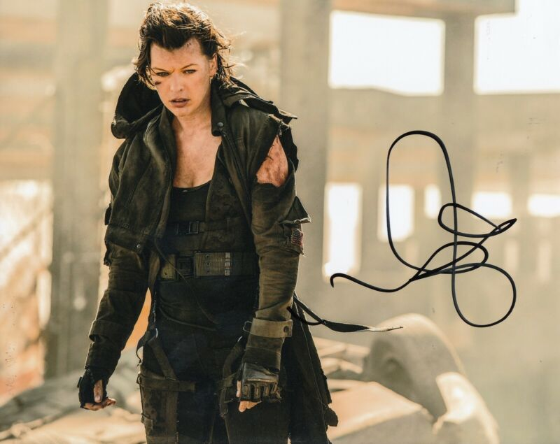 MILLA JOVOVICH signed (RESIDENT EVIL) Movie 8x10 photo Alice *PROOF* W/COA #2