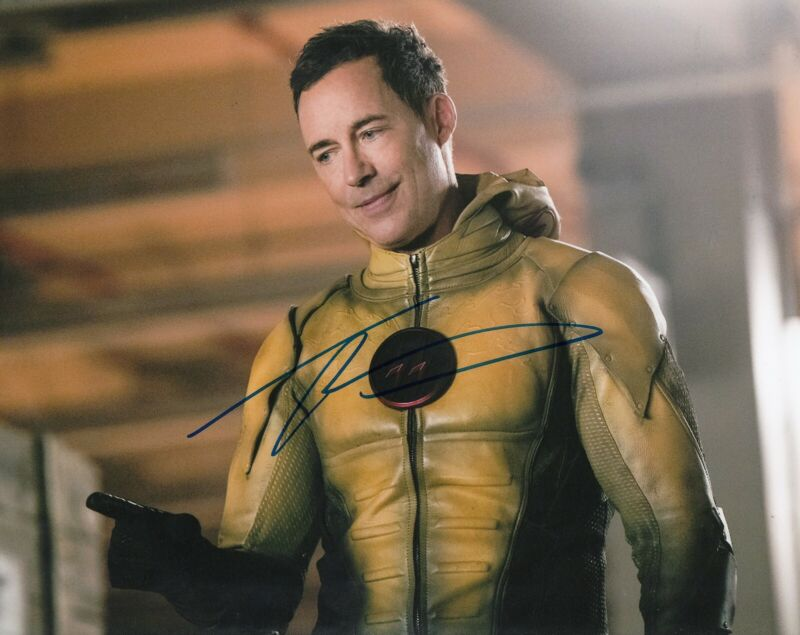 TOM CAVANAGH signed (THE FLASH) 8X10 photo *Reverse Flash* W/COA