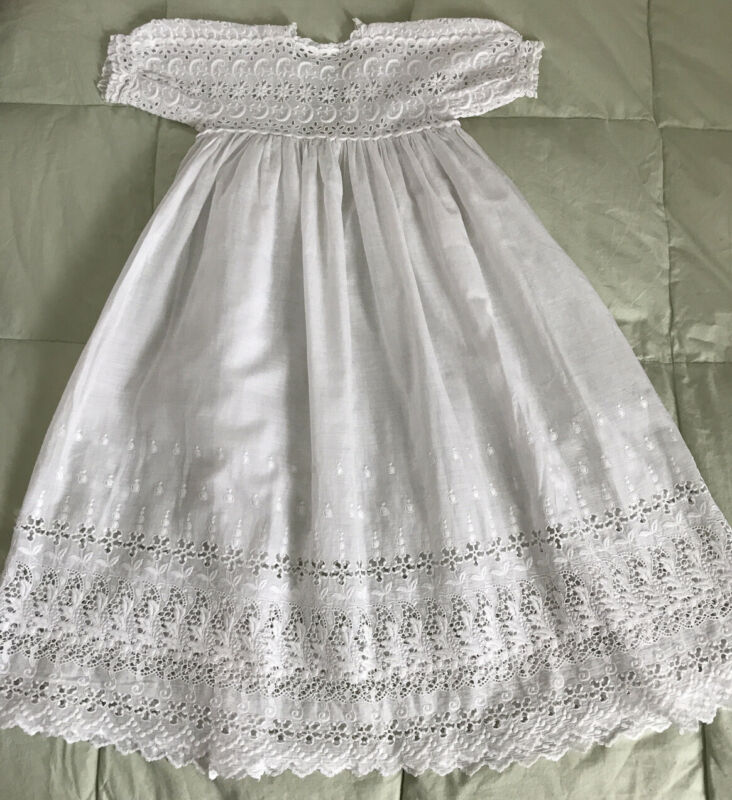 ANTIQUE EDWARDIAN WHITE COTTON BABY CHRISTENING GOWN DRESS LACE EMBR. EXCELLENT