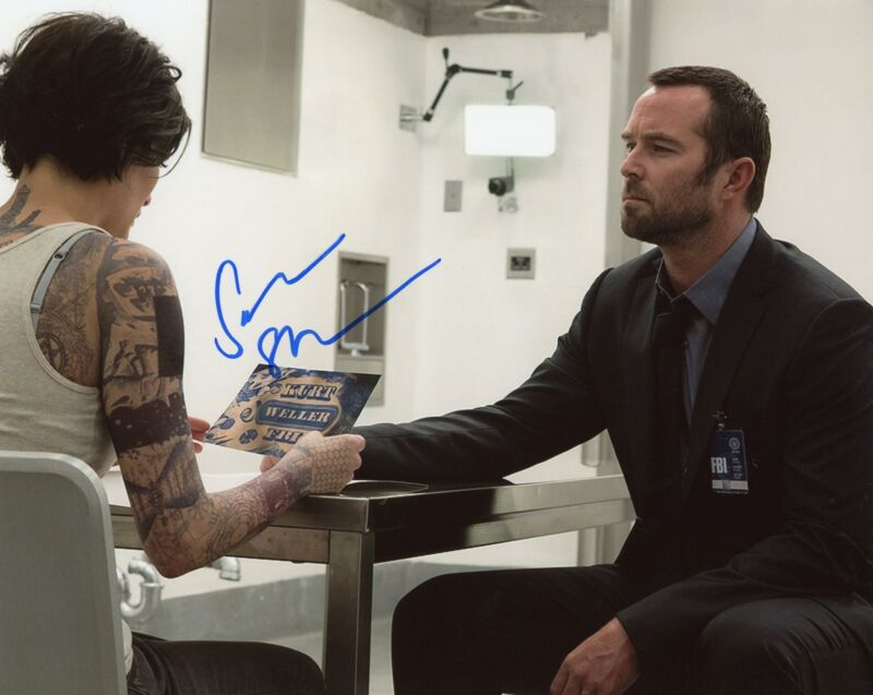 "Sullivan Stapleton ""Blindspot"" AUTOGRAPH Signed 8x10 Photo ACOA"