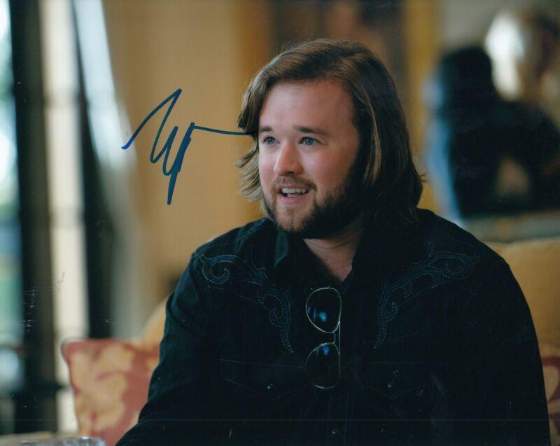 HALEY JOEL OSMENT signed (ENTOURAGE) Movie 8X10 *Travis McCredle* photo W/COA #3
