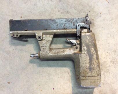 PASLODE FRAMING NAIL GUN. 2 BATTERIES AND CHARGER | Power Tools ...