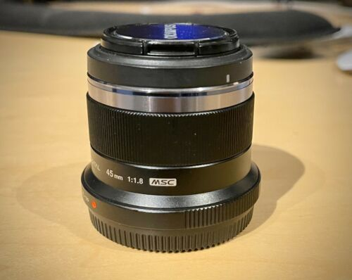 Olympus M.Zuiko 45mm F/1.8 Lens Black Micro 4/3 Lens - GREAT CONDITION