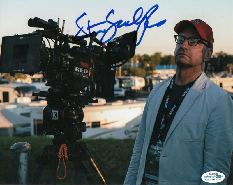 STEVEN SODERBERGH signed (MOVIE DIRECTOR) OCEANS 8X10 *PROOF* ACOA Authentic #1
