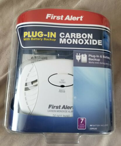 First Alert CO605 Plug-In Carbon Monoxide Alarm with Battery