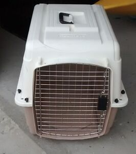 Dog crate / pet carrier