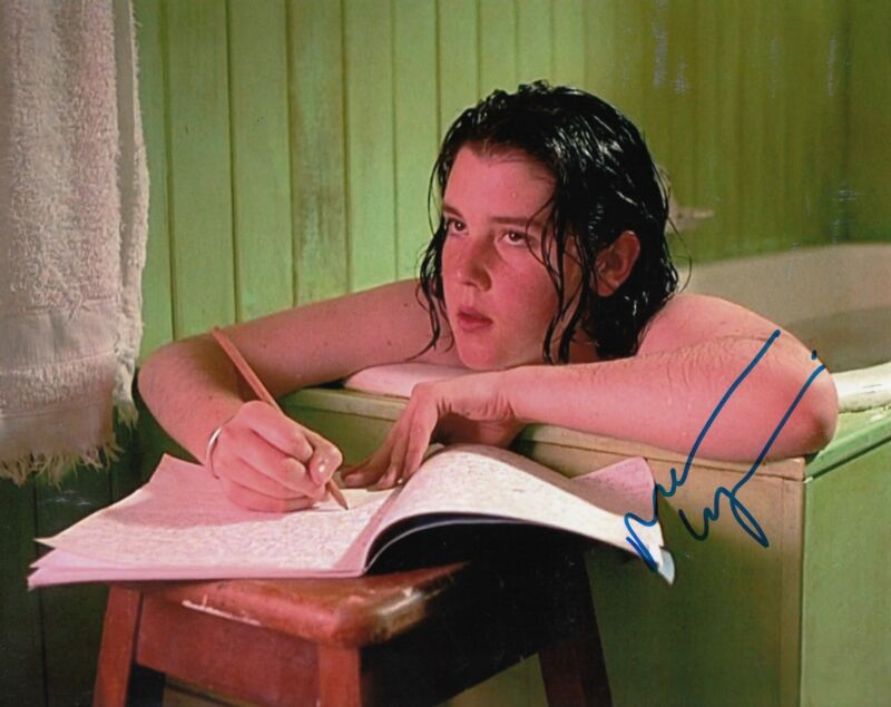 MELANIE LYNSKEY signed *HEAVENLY CREATURES* 8X10 photo W/COA Pauline Parker