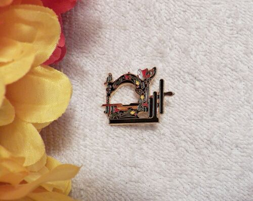 CLASSIC BROOCH PIN SEWING MACHINE SIGNED CLOTILDE #5 WILCOX 1882 GOLD TONE GT4
