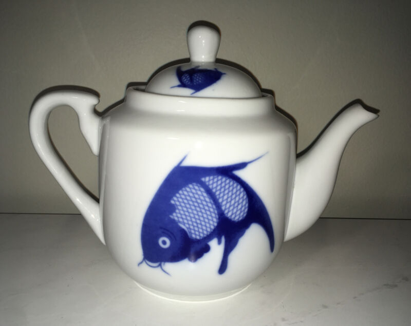 Vintage Asian Chinese Porcelain Blue & White Koi Fish TEAPOT With Lid
