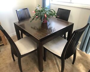 Expandable Table & 4 chairs (SELL OR TRADE)