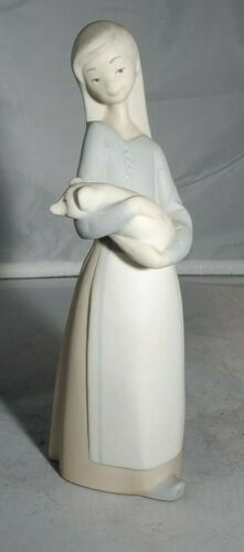 """LLADRO #1011, retired Girl with Pig, 7"""", MATTE FINISH PORCELAIN FIGURINE"""