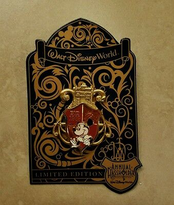 Disney World Annual Passholder Minnie Hollywood Studios Crest Pin 2016 NEW LE