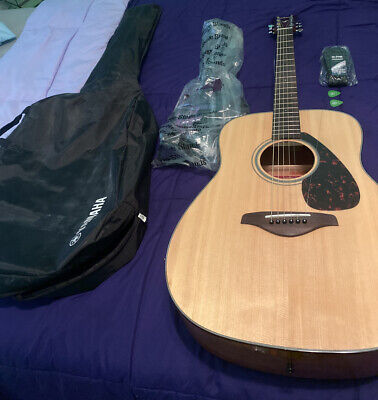Yamaha's FG700S Folk Acoustic Guitar featuring one Tonewood solid Sitka spruce