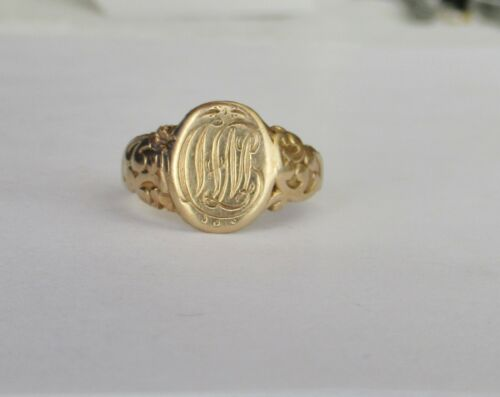 Antique Signet Ring in 14K Yellow Gold w/ Hand Engraved Initials~~Ring Size 8