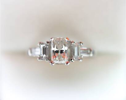 MAKE ME  AN OFFER 1.22ct Set In 18k Gold Diamond Engagement Ring