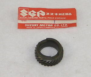 GENUINE SUZUKI  SPEEDO DRIVE GEAR for DR125. PART NUMBER 54611-28402