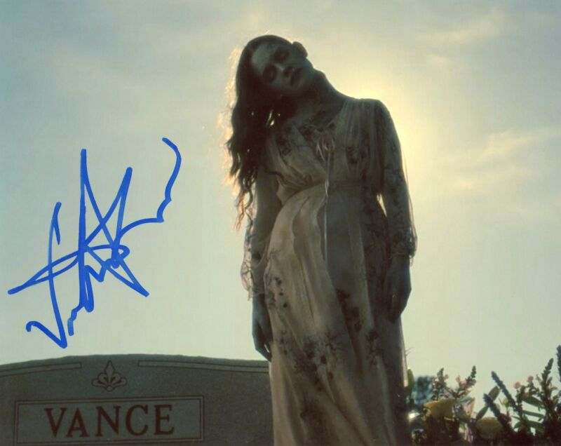 """Victoria Pedretti """"The Haunting of Hill House"""" AUTOGRAPH Signed 8x10 Photo"""