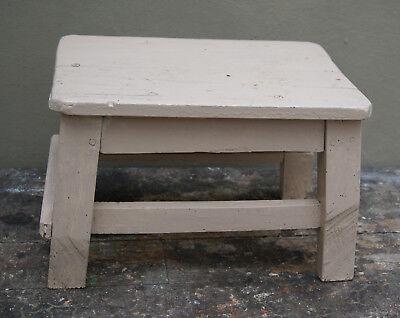 alter Hocker / Schemel aus Holz