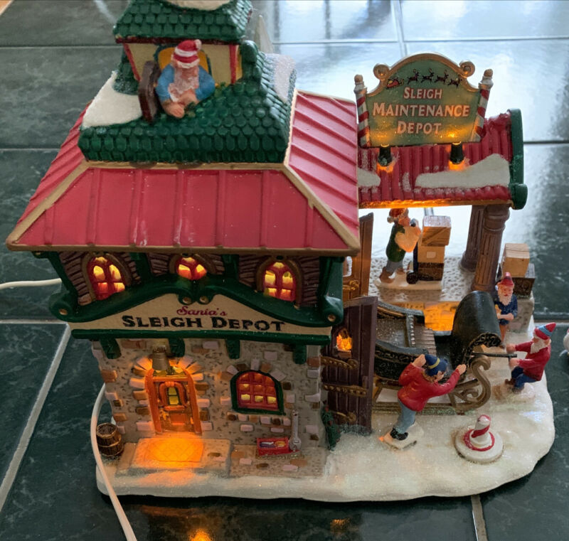 Lemax Christmas Village Carole Towne Santa's Sleigh Maintenance Depot 2007  RARE