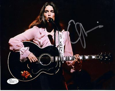EMMYLOU HARRIS HAND SIGNED 8x10 COLOR PHOTO   LOVELY YOUNG POSE IN CONCERT   JSA