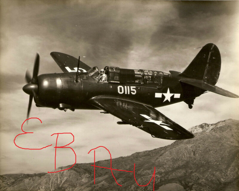 WWII ACTION 8X10  PHOTOGRAPH OF A US NAVY CURTISS HELLDIVER IN ACTION LOOK