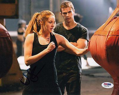 Shailene Woodley Autographed Divergent Insurgent Tris 8X10 Photo Psa Dna Y35771