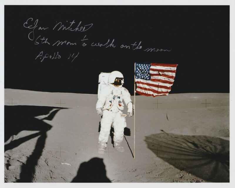Free Shipping-Edgar Mitchell Signed 8 x 10 NASA Kodak on Moon with Flag (13a)