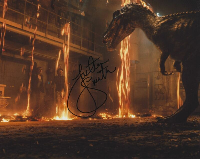 JUSTICE SMITH SIGNED JURASSIC WORLD: FALLEN KINGDOM 8X10 PHOTO 4