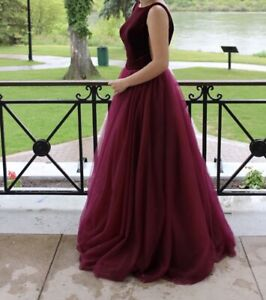 BEAUTIFUL GRAD DRESS FOR SALE (Also Rentable)