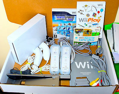 Wii Console Nintendo White 2 Remotes 2 Nunchucks 24 Games Wii Sports & Play GIFT