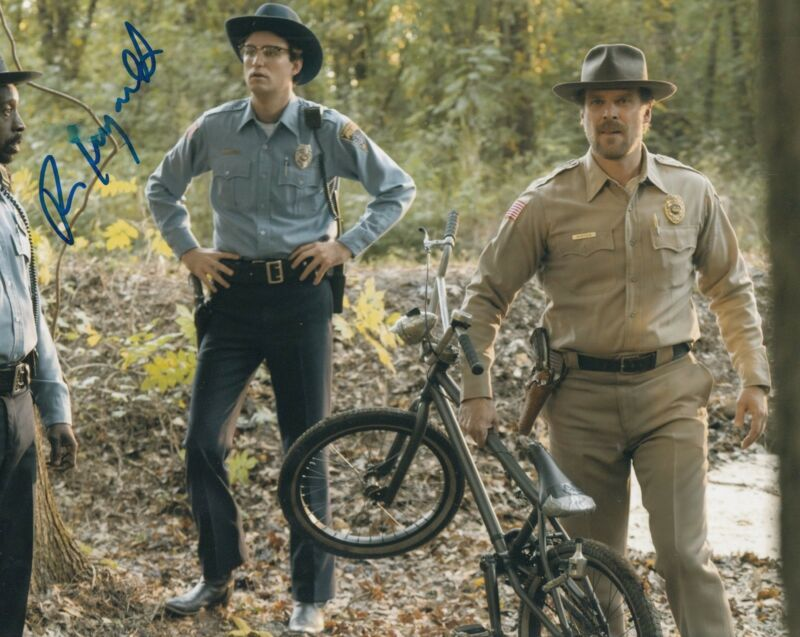 ROB MORGAN signed (STRANGER THINGS) 8X10 *OFFICER POWELL* photo W/COA #1