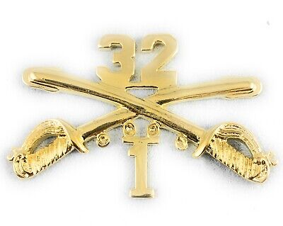 """🌟US Army 1/32, 32nd Cavalry Armor Crossed Sabres Gold  2"""" Inch Hat Lapel Pin"""