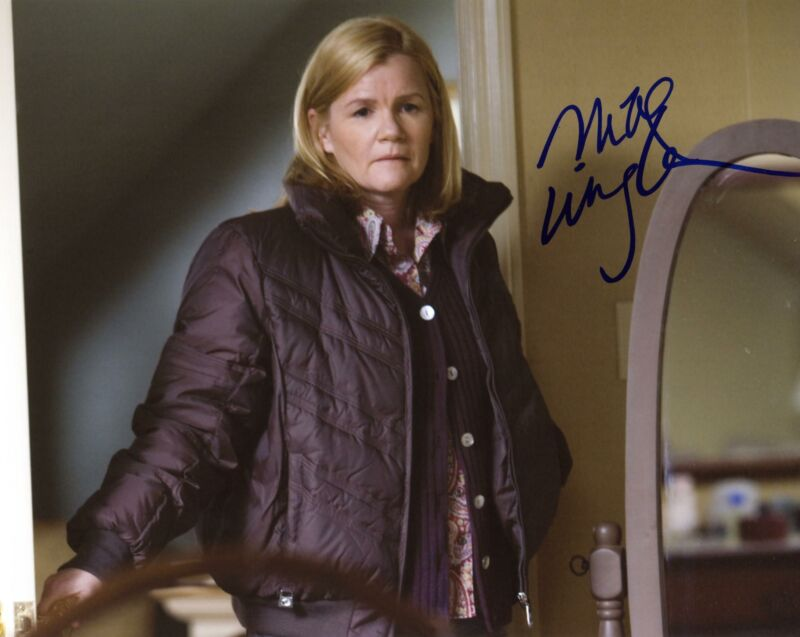 "Mare Winningham ""Brothers"" AUTOGRAPH Signed 8x10 Photo"