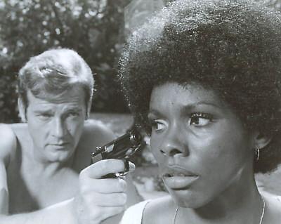 Roger Moore James Bond 8X10 Photo V8917
