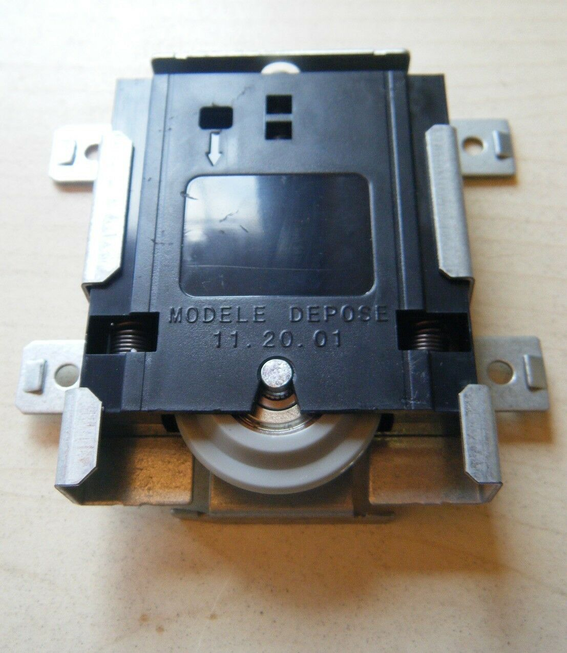 Roulettes pour porte de placards coulissantes optimum - Roulettes pour portes coulissantes ...