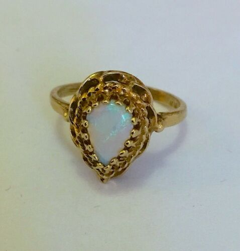 VINTAGE PEAR SHAPED OPAL AND 14K GOLD RING SIZE 5