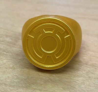 Yellow Lantern Cosplay (Yellow Lantern Ring - Great For Halloween Or Cosplay Costume - Plastic Sinestro)