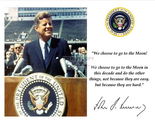 JOHN F. KENNEDY MOON SPEECH QUOTE W/ FACSIMILE AUTOGRAPH - 8X10 PHOTO (PQ-007)