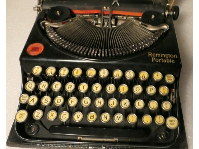 ANTIQUE TYPEWRITER REMINGTON PORTABLE 1920'S