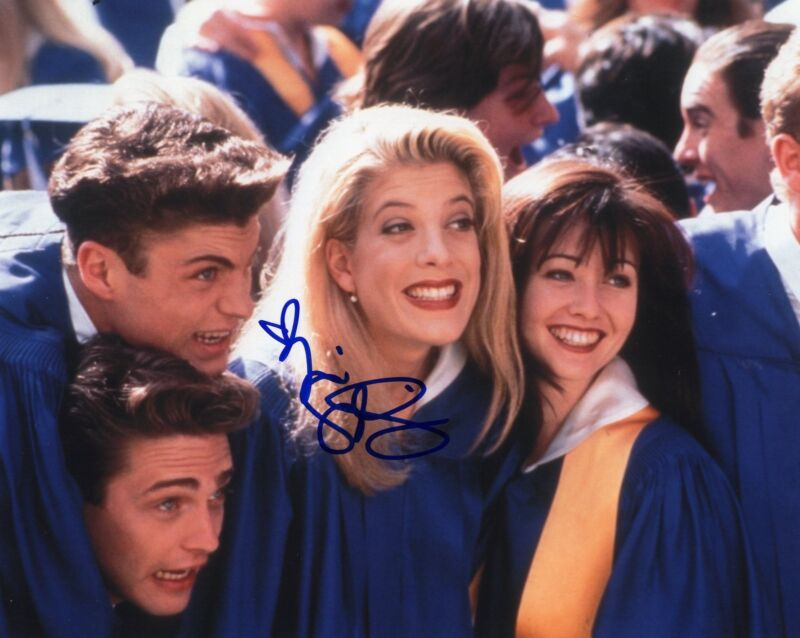Tori Spelling signed 8x10 Photo w/COA Beverly Hills 90210 Donna Martin #2