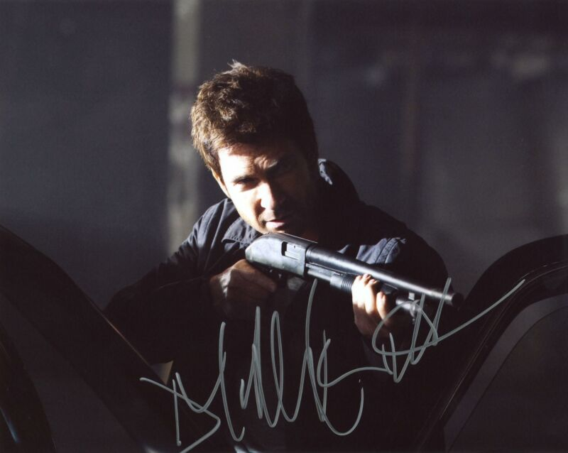 "Dylan McDermott ""Dark Blue"" AUTOGRAPH Signed 8x10 Photo"