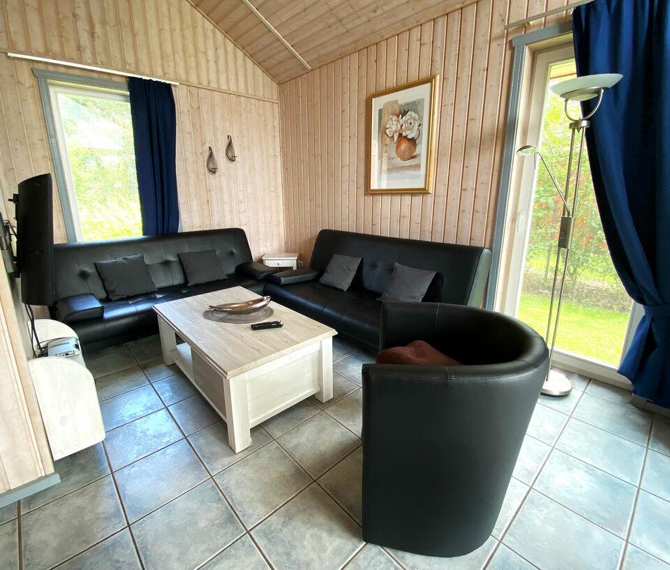 Ferienhaus am See (1-7 Pers.), Tretboot, Sauna, Whirlpool in Düsseldorf