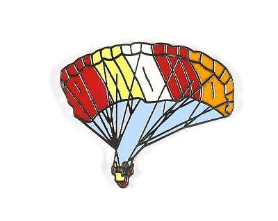 Pin's  Parachutiste (Rouge, jaune, blanc et orange) Démons et Merveilles