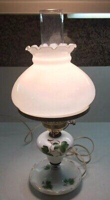 Motif Hurricane - Beautiful Vintage Hurricane Lamp Milk Glass w/ Boudoir Green Ivy Motif